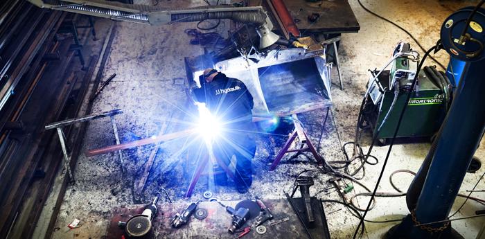 udskiftning og reparation af skovl på værksted og smedeværksted